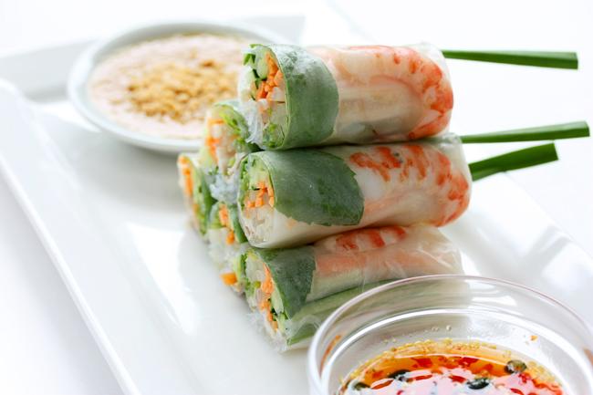 越南生春捲有各種不同的餡料搭配方式,在夏日吃起來十分爽口